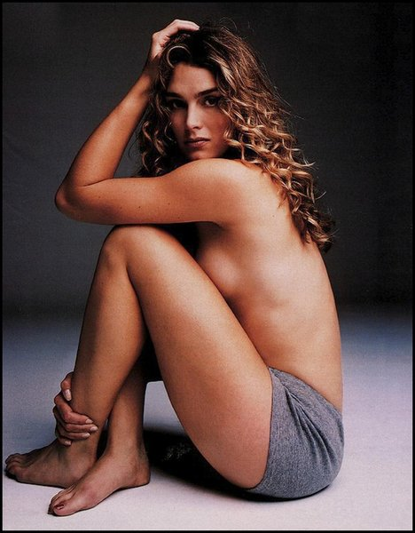 Source brooke shields feet and nipples pies y pezones