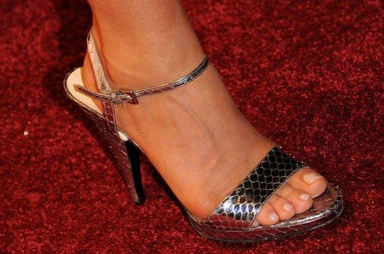 Фото женские ножки в босоножках
