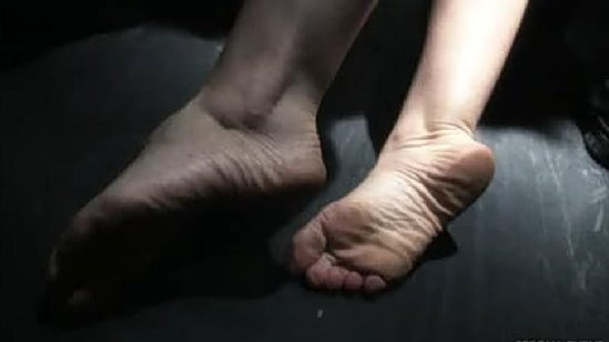Erica Hill Feet And Shoes http://sunangeseng.onsugar.com/tag/Erica-Durance